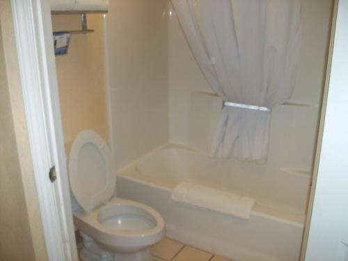 Baymont Inn & Suites Martinsville Photo