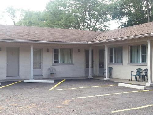 Airport Motel - Windsor, ON N8W 3S9