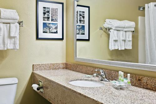 Country Inn & Suites By Radisson Moline Airport Il