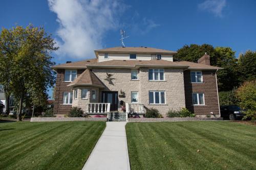 Butterfly Manor - Niagara Falls, ON L2E 3G5