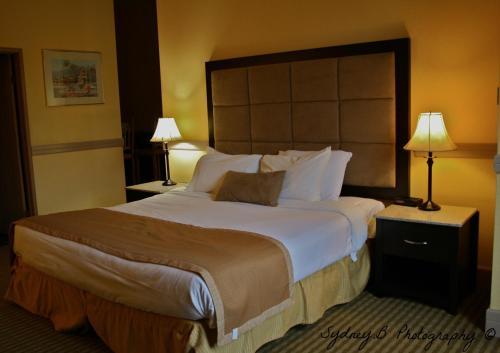 Pacific Inn Resort & Conference Center - White Rock, BC V4A 4Z2