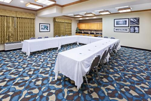 Country Inn & Suites by Radisson, Lubbock, TX Photo