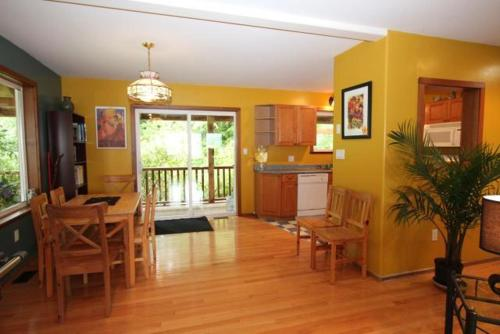 Swans End Vacation Home - Ucluelet, BC V0R 3A0