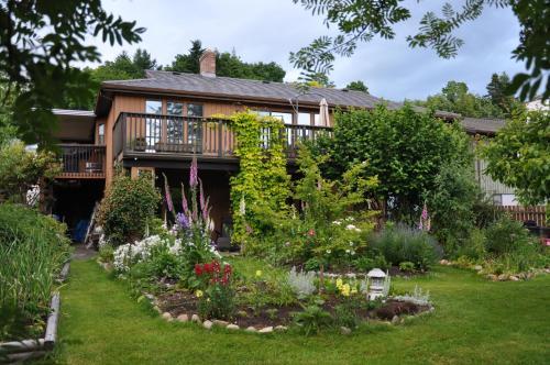 Stafford House Bed & Breakfast - Courtenay, BC V9N7E8