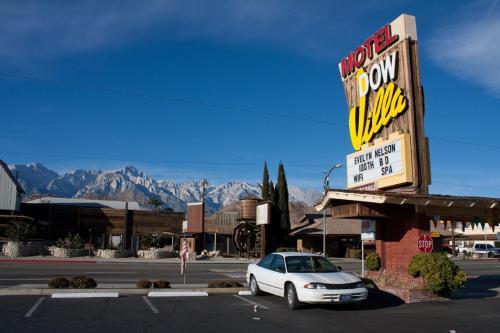 Dow Villa Motel Photo