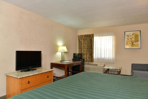 Quality Inn & Suites Centerville Photo
