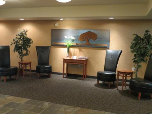 Baymont Inn & Suites Fremont Photo
