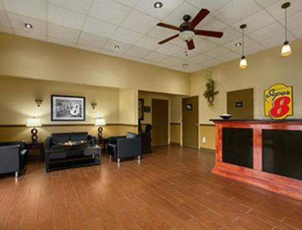 Super 8 By Wyndham Tupelo Airport - Belden, MS 38826