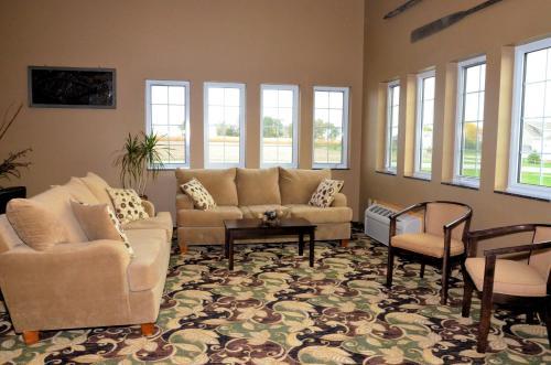 Boulders Inn & Suites Lake View - Lake View, IA 51450