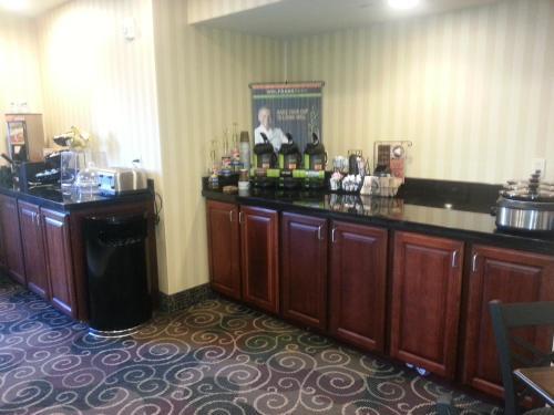 Cobblestone Inn & Suites - Bloomfield - Bloomfield, IA 52537