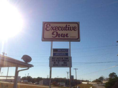 Executive Inn of Seneca Photo