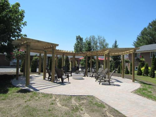 Oasis By The Bay Vacation Resort - Wasaga Beach, ON L9Z 2H5