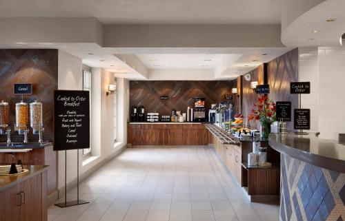 Embassy Suites Hotel Phoenix-tempe - Tempe, AZ 85282