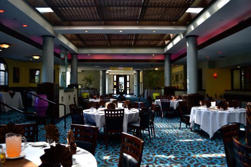Radisson Hotel Chatsworth Photo