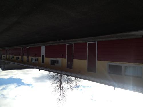 Redwood Motel - Yorkton, SK S3N 0N8