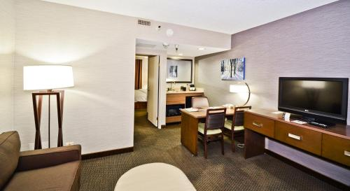 Embassy Suites Hotel Denver-stapleton - Denver, CO 80239