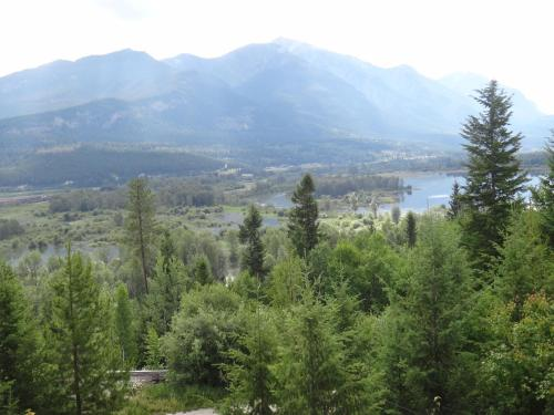 Alpine Meadows Lodge - Golden, BC V0A 1H0