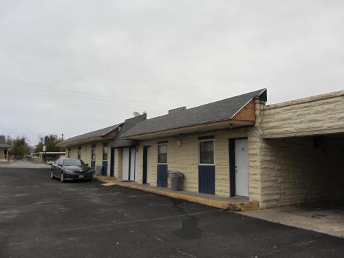 Budget Inn Ballinger - Ballinger, TX 76821
