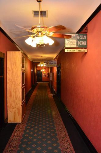 1886 Crescent Hotel and Spa Photo