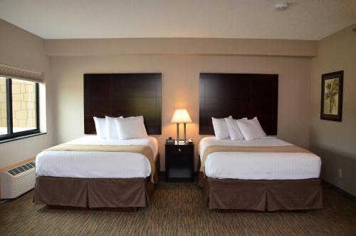 Boulders Inn & Suites - Polk City Photo