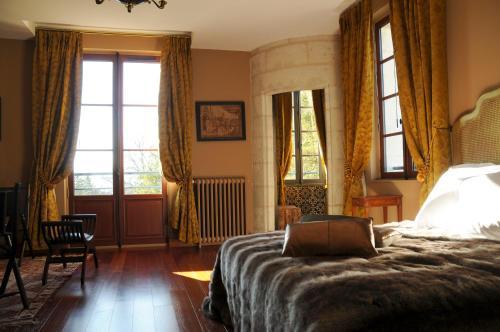 castel peyssard chambre d 39 h tes 15 rue paul louis courier 24000 p rigueux adresse horaire. Black Bedroom Furniture Sets. Home Design Ideas
