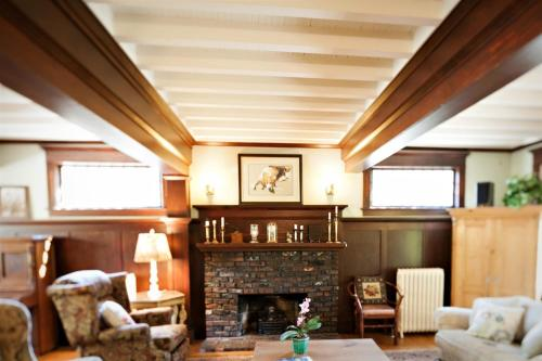 The Gatewood Bed And Breakfast - Seattle, WA 98136