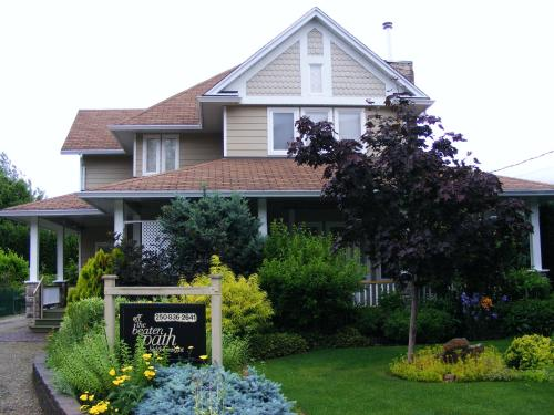 Off The Beaten Path Bed And Breakfast - Sicamous, BC V0E 2V0