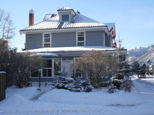 Blue Mountain Lodge Bed & Breakfast Photo