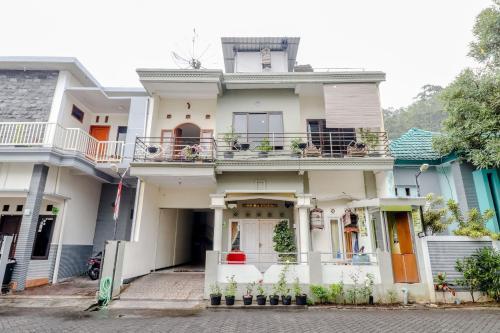 Villa Pramudya Bed Breakfast Malang