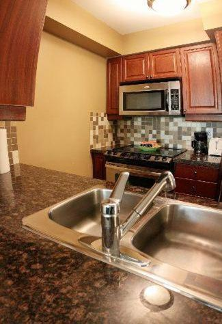 Meridian Residence - Furnished Apartments - Toronto, ON M2M 0A5