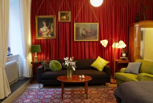 Lady Hamilton Apartments photo 4