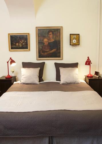 Lady Hamilton Apartments photo 5