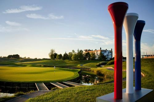 Novotel Saint Quentin Golf National,  1 Avenue du Golf, 78114 Magny Les Hameaux, France.