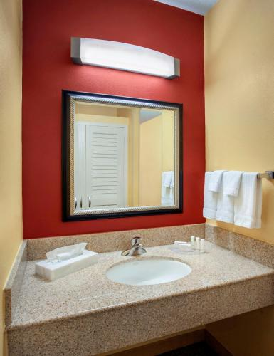 Courtyard By Marriott New Haven Wallingford Hotel