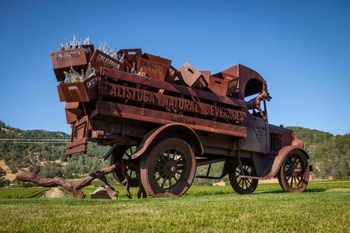 1880 Lincoln Avenue, Calistoga, California 94515, United States.