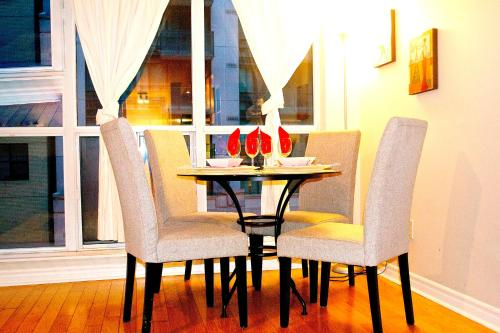 Royal Stays Furnished Apartments-blue Jays Way - Toronto, ON M5V 3P6