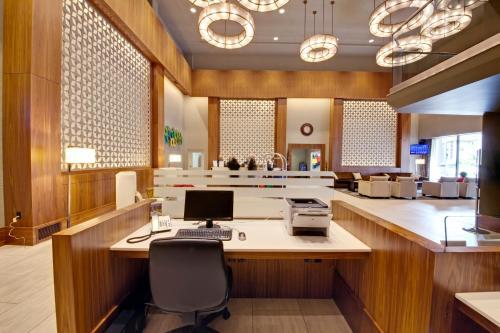 The Coast Kamloops Hotel & Conference Centre - Kamloops, BC V1S 1N5