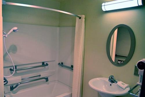 Rodeway Inn & Suites Albuquerque