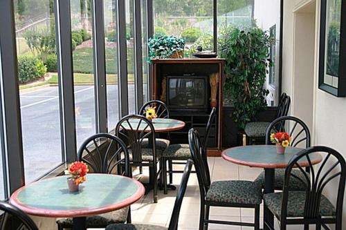 Regency Inn & Suites Photo