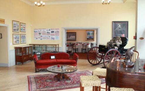 Windsor Hotel & Restaurant Photo
