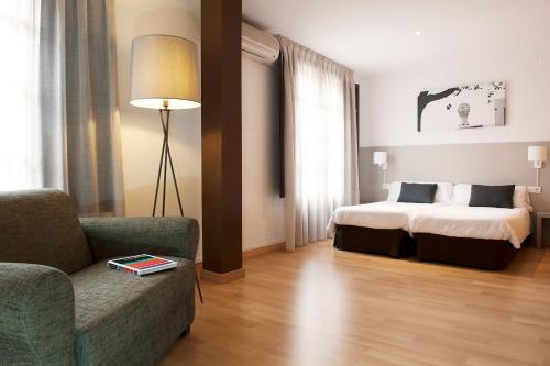 Aspasios Plaza Real Apartments impression