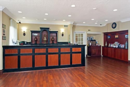 Country Inn & Suites by Radisson, Bloomington-Normal Airport, IL Photo