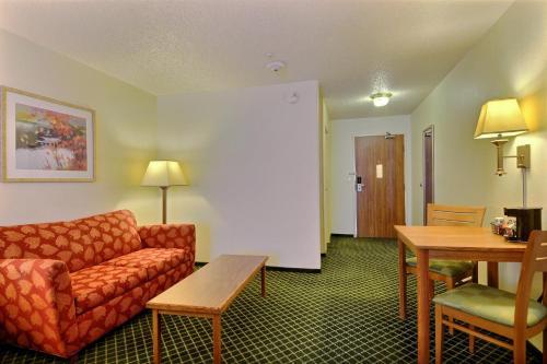 Quality Inn & Suites Golden - Denver West - Federal Center Photo