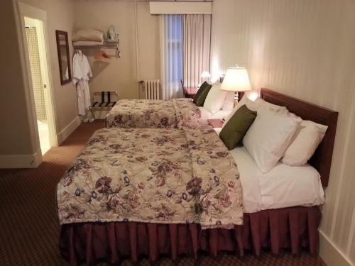 The Kingston Hotel Bed & Breakfast - Vancouver, BC V6B3A6