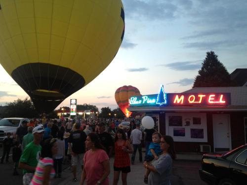 Blue Pine Motel Photo