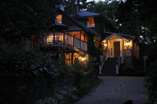 Plantation House Bed & Breakfast - Port Hope, ON L1A 1T5