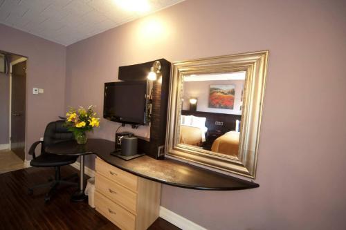 Quality Hotel Fallsview Cascade Photo