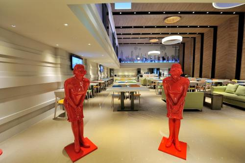 Green World Hotel Zhonghua Taipei Room Rates Book Online Halal Trip