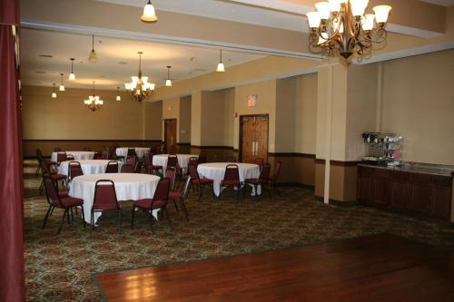 Grand Plaza Hotel Branson Photo
