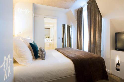 hotel gabriel paris marais par s. Black Bedroom Furniture Sets. Home Design Ideas
